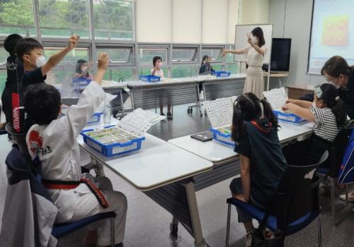 성남 도촌종합사회복지관은 경기도교육청과 함께하는 경기 꿈의학교 '세상을 바꾸는 희망 메이커(Maker)'를 통해 초등학생 3학년에서 6학년 아동, 총 20명을 대상으로...